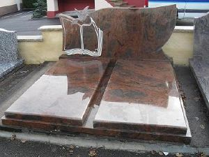 Monument double en granit multicolore des Indes